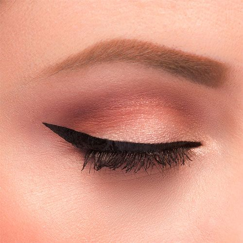 how to achieve perfect winged eyeliner