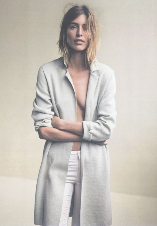 LE FASHION BLOG EDITORIAL IO DONNA MAGAZINE OUT ON THE WEEKEND GREY GRAY DUSTER JACKET LONG CARDIGAN WHITE JEANS DENIM NATURAL OMBRE HAIR CLEAN CLASSIC SIMPLE FRENCH INSPIRED INSPIRATION MODEL Linda Jeuring