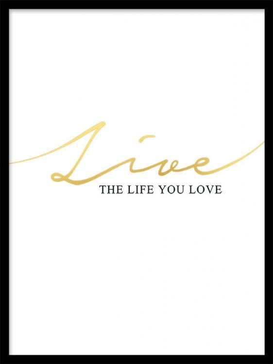 """Textposter med guldfoliering och text, """"Live the life you love"""". Tavlor med typografi och citat. Posters och affischer med guld och texttavlor. Fin tavla som passar fint till modern inredning med guld och mässing."""