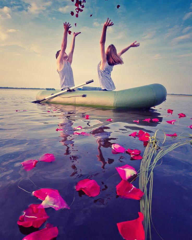 Фотосессия ребят на озере. Годовщина свадьбы. Одна из самых любимых фотосессий! В тот день мы с ребятами круто все подготовили и соответственно получили приятный результат. Фото из архива. #love #lovers #happy #rose #water #couple #happy #boat #petals #lake #evening #session #happiness #влюбленные #лодка #озеро #вода #пара #вечер #счастливы #вместе