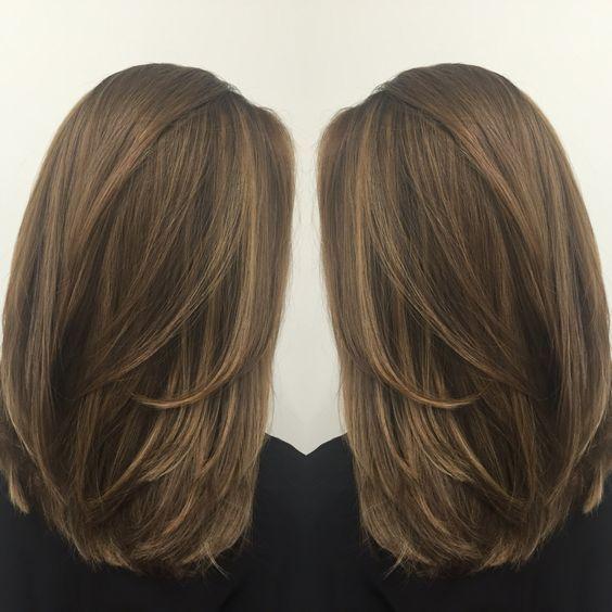 30+ gerade mittlere Länge Frisuren für Frauen attraktiv aussehen