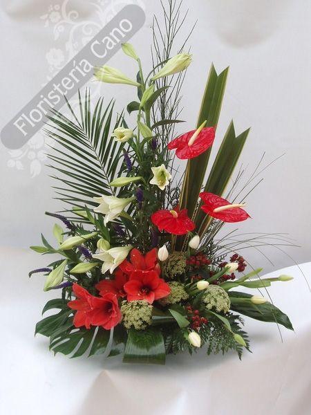 Centro de flores con lilium, anthurium, rosas