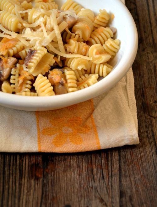 Pasta funghi e zucca  L'idea che qualcuno si sia ispirato ai radiatori per una forma di pasta desta il mio interesse. The fact that this kind of pasta has got a shape of...