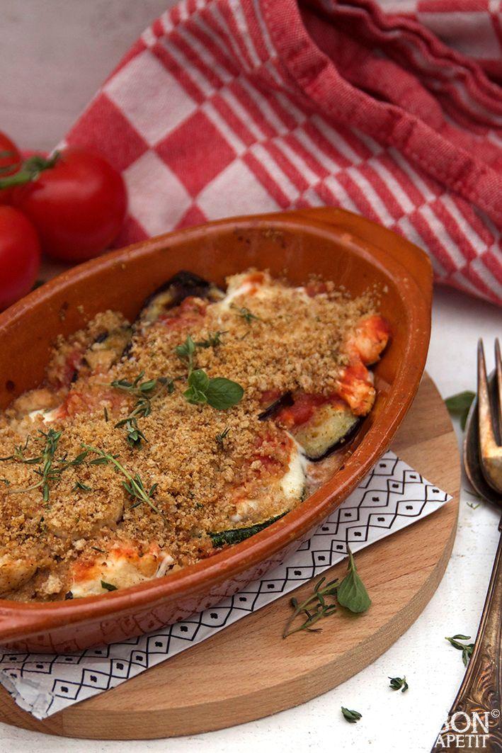 Overheerlijke ovenschotel kip parmigiana is een super lekker gerecht, waar je gegarandeerd je vingers bij aflikt! Zelf maken, lees verder op BonApetit.