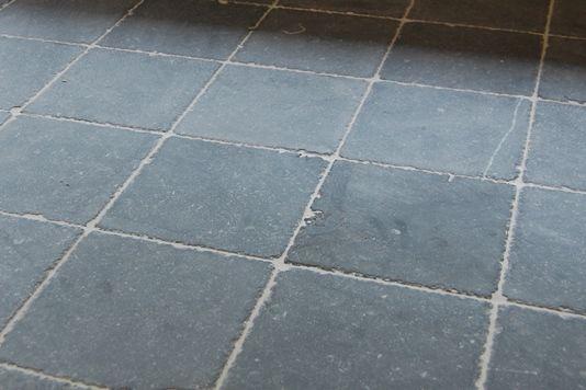 Belgische hardsteen vloer in hal, toilet en klompenhok