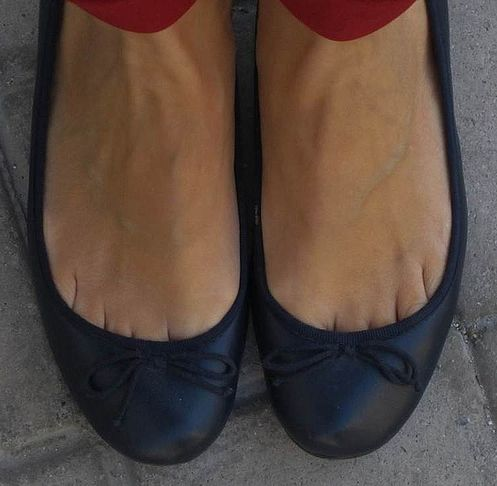 Flat Shoes And Toe Cleavage Things To Wear Pinterest Toe