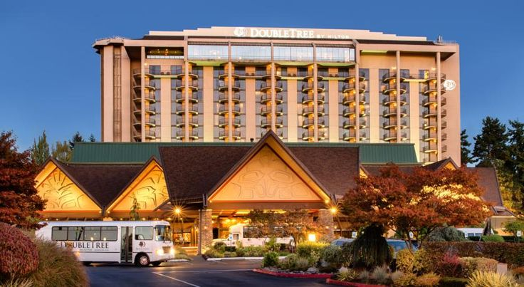 DoubleTree by Hilton Seattle Airport SeaTac Just off the motorway I-5 corridor and within 1 mile (1.6 km) of Sea-Tac International Airport, this hotel offers first-rate services and guestrooms with luxurious amenities.