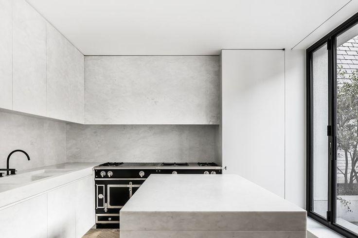 Marble kitchen by Nicolas Schuybroek | Photo © Thomas de Bruyne