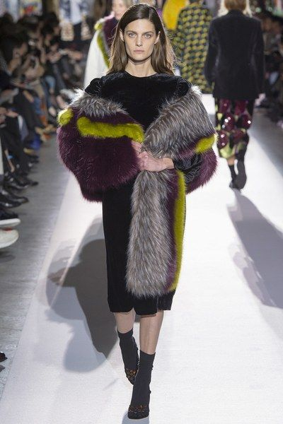 View the full Dries Van Noten Fall 2017 collection from Paris Fashion Week.