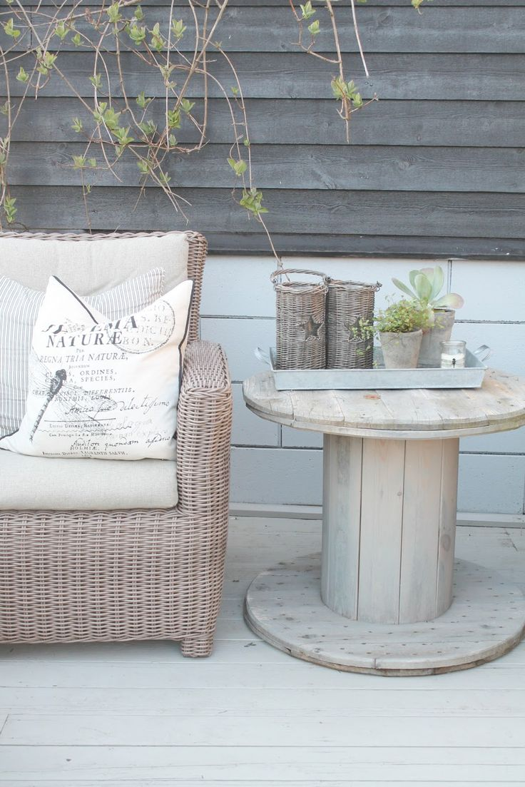 .use old wire spools to create a quaint little side table.. | #lyoness