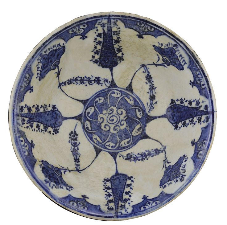 A BLUE AND WHITE IZNIK BOWL, TURKEY, CIRCA 1510-20