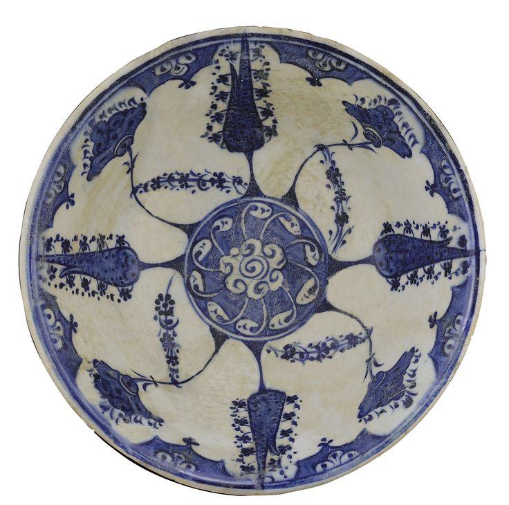 A BLUE AND WHITE IZNIK BOWL, TURKEY, CIRCA 1510-20