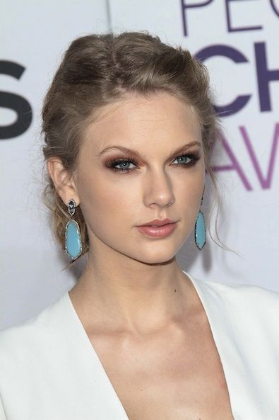 Head-turning turquoise is trending, as evidenced by Taylor Swift's choice in earrings.