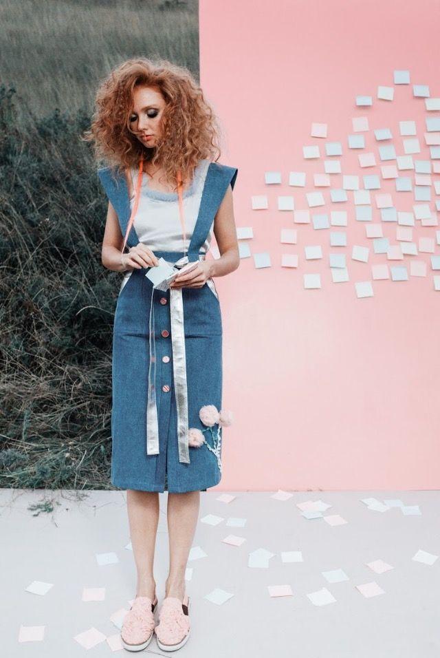 Классическая джинсовая юбка длиной миди с бретелями имеет красивый вырез впереди, что зрительно стройнит. Юбка декорированна вставками и поясом из эко-кожи оттенка металлик и вышитым цветком с бутонами из сетки.  #skirt #dress #pink #campaign #photo #рожевозалежна #ukrainianbrand #ukrainiandesigner #madeinukraine #JuliaGurskaja #JuliaGurskaja_designer #fashionbrand #fashiondesigner #boutique #lookbook #trend #shopping #ЮлияГурская