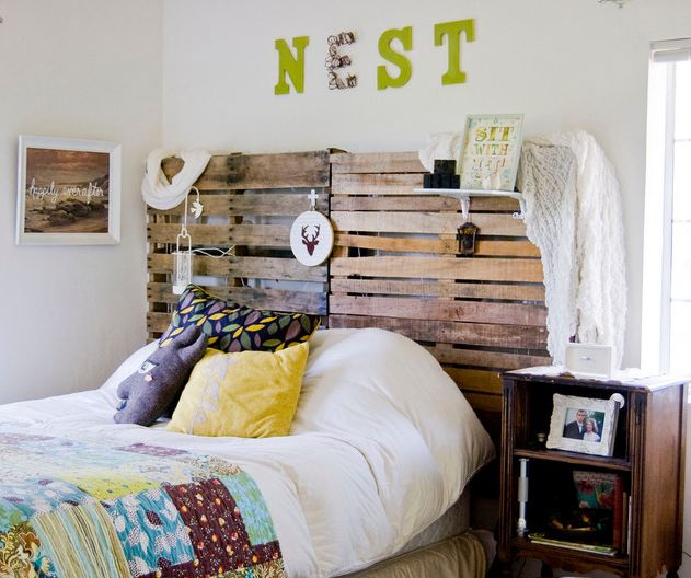 Mismatched pillowcases, organic wood elements and a handmade quilt