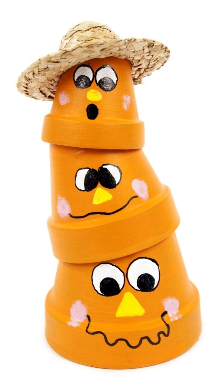 Vogelscheuche und Gartendeko aus orange bemalte Tontöpfen