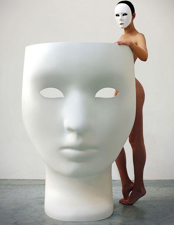 Poltrona a forma di maschera Nemo Driade di Fabio Novembre - @driadeofficial