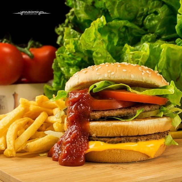 #food #hamburger #foodphotographer #delicious #nikon #hungry #potato #meatball #curly #ketchup