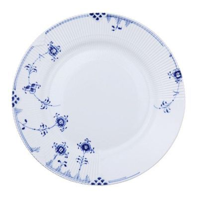 Showcasing a hand-painted blue-on-white floral pattern that's embellished with bold geometric motifs, Royal Copenhagen's Blue Elements dinner plate artfully embodies traditional style with a nod towar