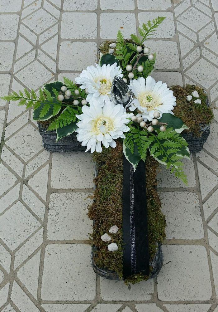 Grabgesteck, Grabaufleger, Kreuz, Trauerfloristik