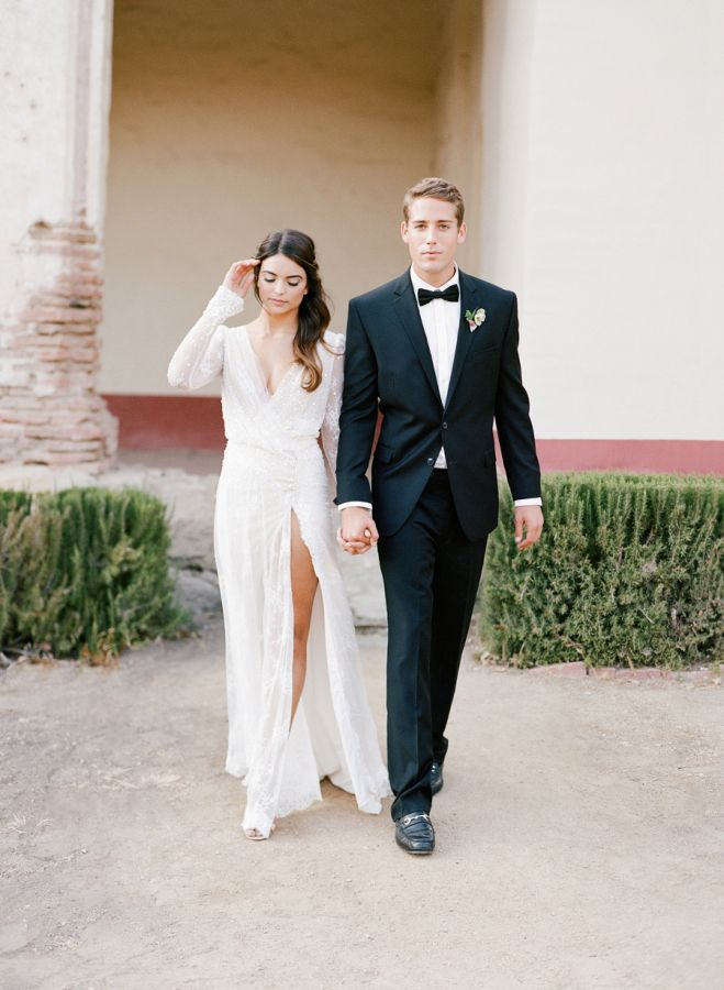 Stylish couple alert! http://www.stylemepretty.com/2016/07/19/stylish-california-elopement-inspiration/ | Photography: Jose Villa Photography - http://josevillaphoto.com/