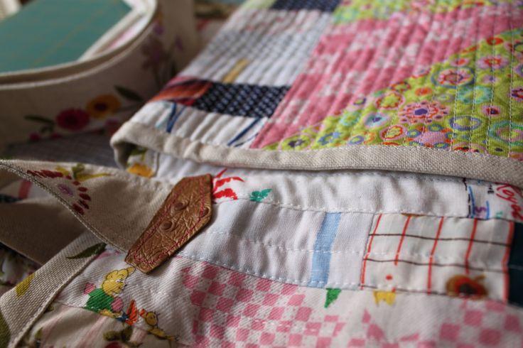 Saco para transporte da minha base de corte e outros acessórios  para o meu patchwork. Carrier bag for my cutting mat and all accessories for my Patchwork