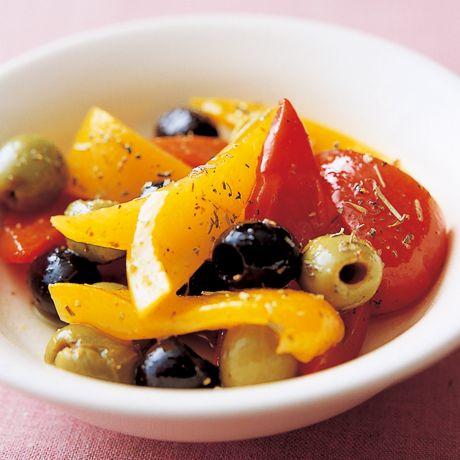 オリーブとパプリカのマリネ | 脇雅世さんのおつまみの料理レシピ | プロの簡単料理レシピはレタスクラブニュース