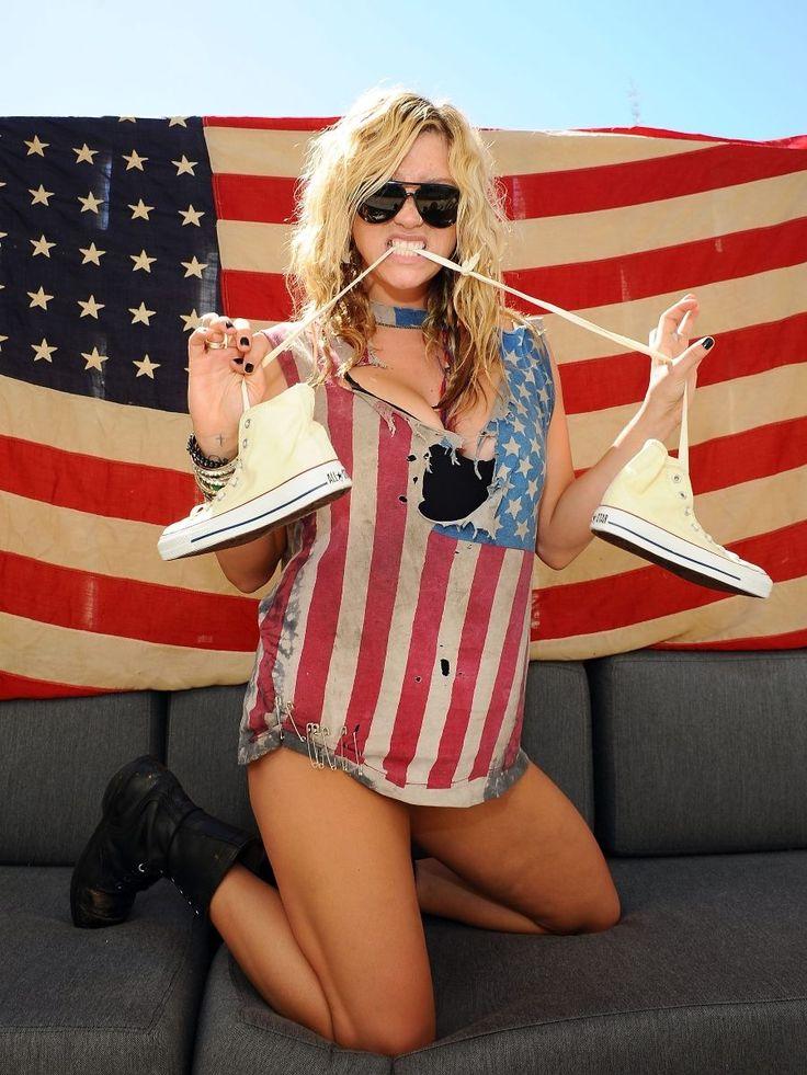 americká vlajka a holka - Hledat Googlem