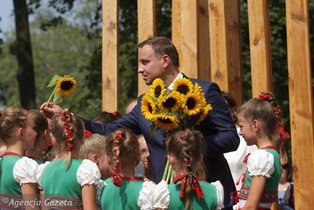 Podczas wizyt w czasie kampanii i po wyborach, Andrzej Duda spotykał się z ciepłym przyjęciem. Często mu również... śpiewano