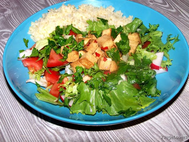 2 VegeLovers: PRE AND POST WORKOUT SALAD WITH TOFU AND CHILI