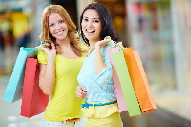 Shopping mall in California has the most amazing range of shoes, clothes and more. Choose from the wide range of products available and look absolutely stunning. Enjoy the most latest fashion of this season. Grab the best of the fashion and rock every event.