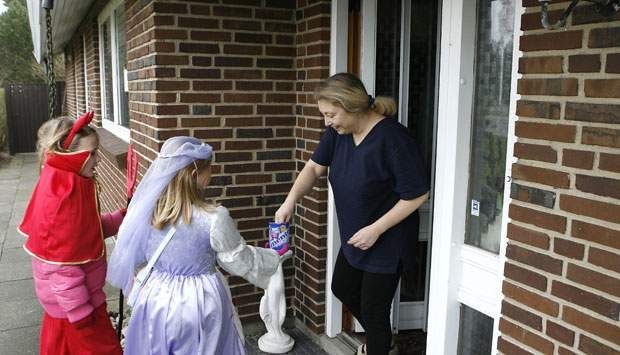 Raslen (trick or treat). During Fastelavn Danish children will go door to door in their neighbourhood and beg and sing for fastelavnsboller, candy or money