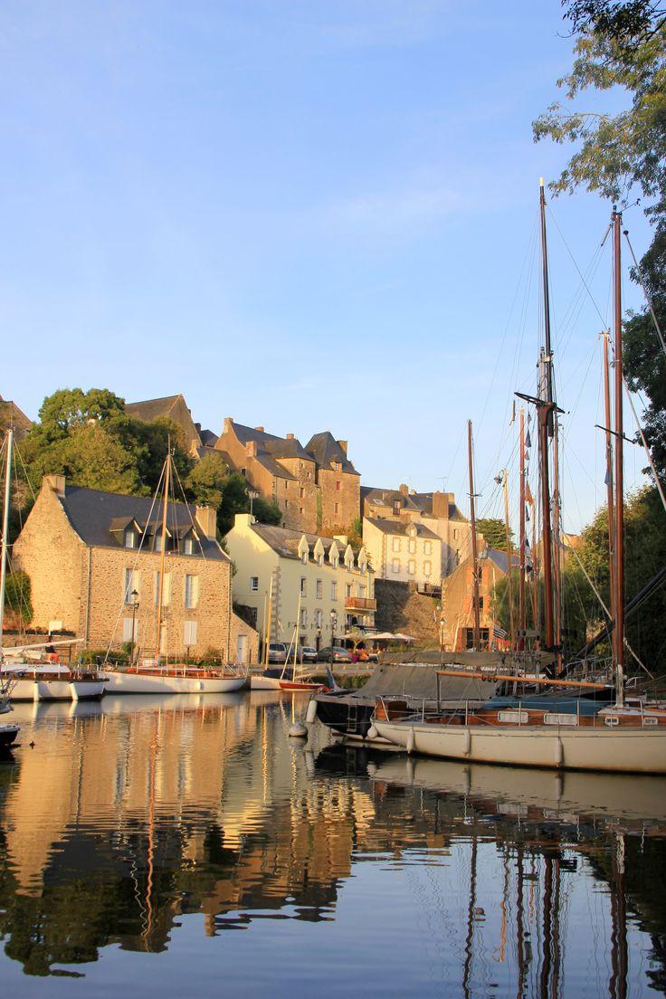 Vue sur le vieux port de La Roche-Bernard dans le Morbihan (Bretagne)