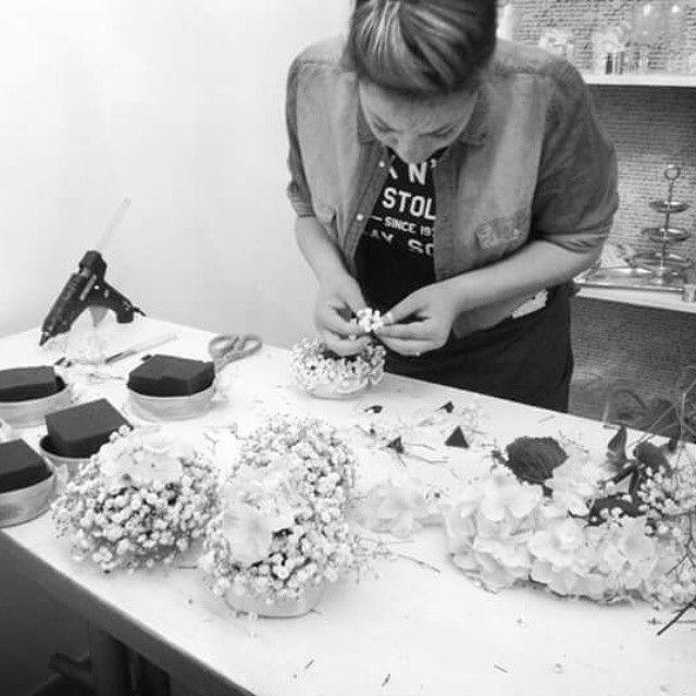 #working #gypsophilacakes #peony #hidrangea #decoration #partyplanning #stunninglife #eventidasogno #italianwedding  www.gennymonaco.it