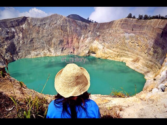 Location : kelimutu Lake. Ende - flores - NTT - indonesia    The first time I learned about the lake of kelimutu just through textbooks and elementary school teacher's explanation,., FINALLY i'm accomplished the place