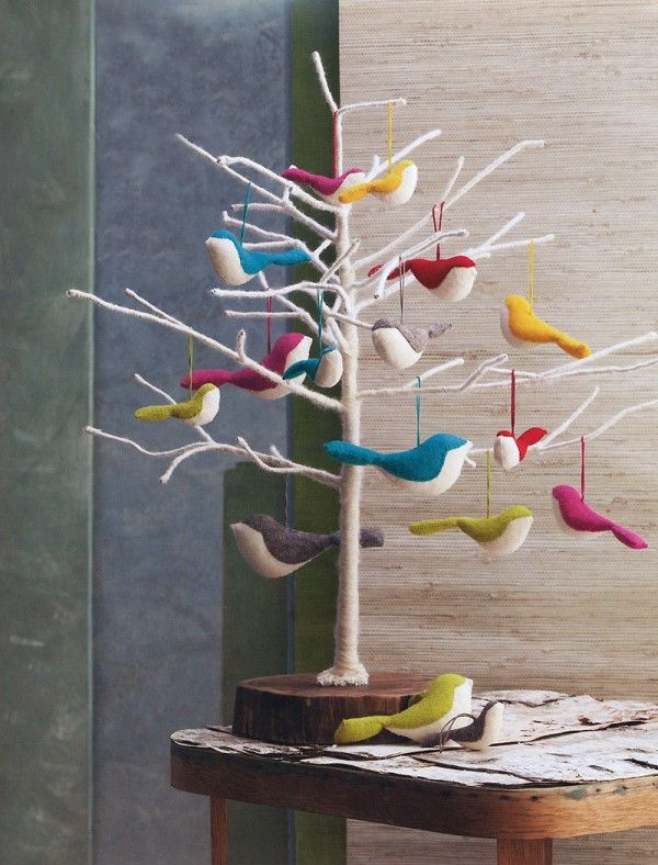 Top 40 Minimalist And Modern Christmas Tree Décor IdeasChristmas means lots of fun and some unique decor ideas for your home. Modern interiors demand minimalist yet contemporary Christmas decoration. And, it starts with the tree! You need not opt for a heavy Christmas tree infused with shiny baubles…