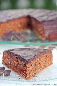 Triester Torte - Schokoladen-Haselnuss-Kuchen mit Zwieback (auch ohne Aprikosenmarmelade möglich, Idee: zusätzlich mit Nüssen garnieren!)