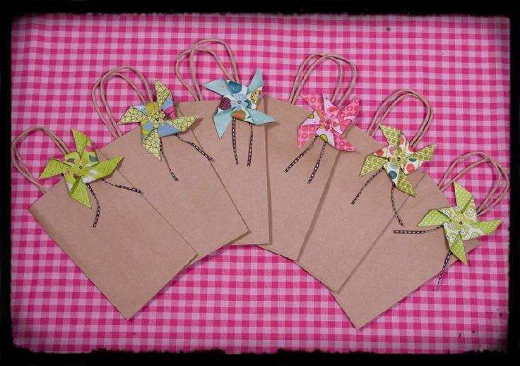 Papieren cadeautasje met windmolen