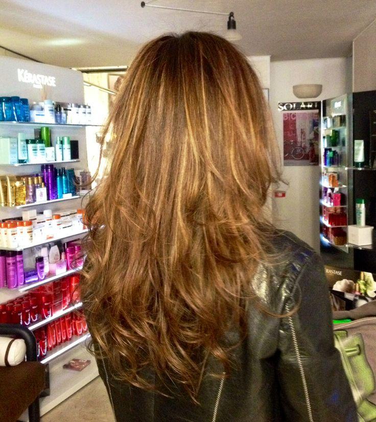 Easy chic ... Long Hair  Un colore ricco di personalità e stile ,per valorizzare i capelli lunghi e una linea di taglio leggera sulle punte.