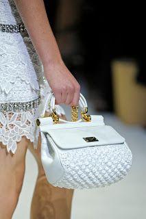 Outstanding Crochet: Crochet Haute couture . D&G purses