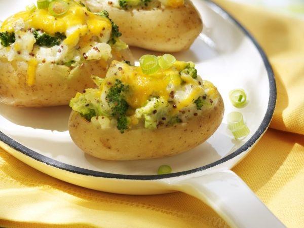 Gevulde primeuraardappel met lente ui en cheddar. Heerlijk warm én snel gerechtje - Libelle Lekker!