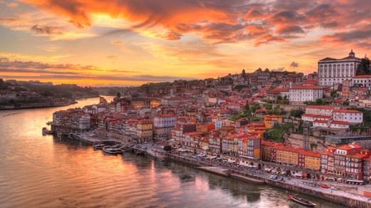 Den vakre byen Porto ved elva Duoro