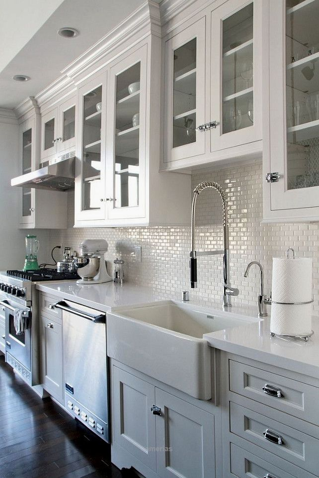 Who can resist a white kitchen??? For more interior decor and design