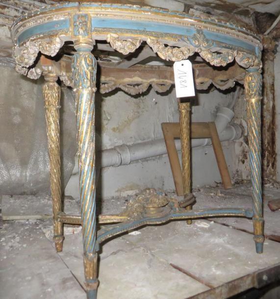 Une petite table de milieu en bois sculpté de style Louis XVI, d'époque Napoléon III. (manques et accidents) - Ader - 29/01/2015