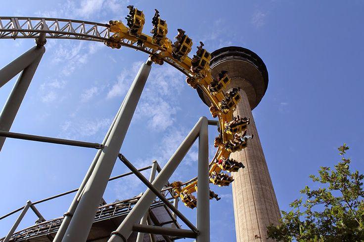 Tornado-vuoristoradan hurja kurvi! The Tornado roller coaster. #sarkanniemi #tampere visit: http://www.sarkanniemi.fi