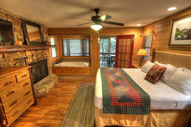 17 best images about two bedroom cabins on pinterest foxes cove and jacuzzi tub Jacuzzi tub in master bedroom