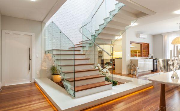 seleção de escadas e guarda-corpo com os materiais mais atuais
