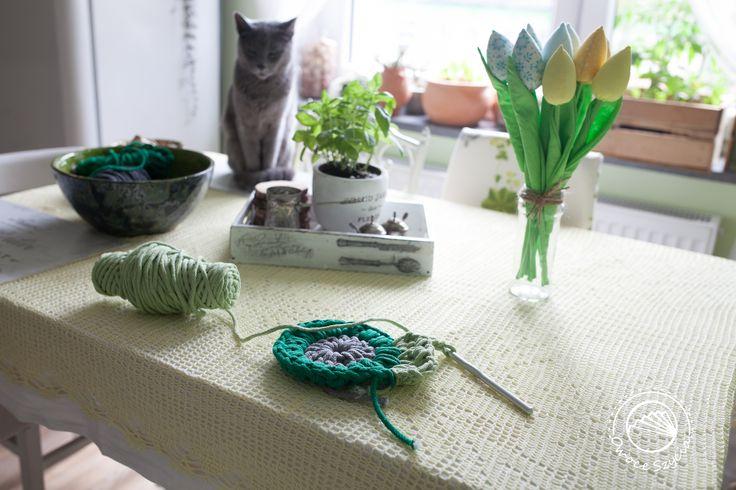 Film about crochet sunburst granny square - tutorial