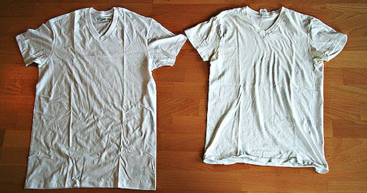 Skjorter, bomulds-t-shirts og andre beklædningsgenstande har det indimellem med at skrumpe. I stedet for at ærgre dig og i sidste ende forære det væk eller smide det ud, så giv det lige en chance mere med dette trick fra justdiy: Bland en balje vand med tre spiseskefulde balsam eller olieret babyshampoo. Lad tøjet ligge i blød i blandingen i fem minutter. Vrid tøjet.  ... og læg det udfoldet på et tørt håndklæde.