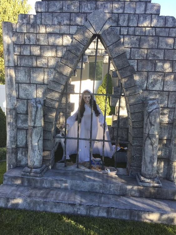 80 DIY Outdoor Halloween Decorations Ideas to cast a